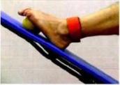 Particolare esercizio che permette di diminuire le tensioni della muscolatura responsabili della caduta delle teste metatarsali